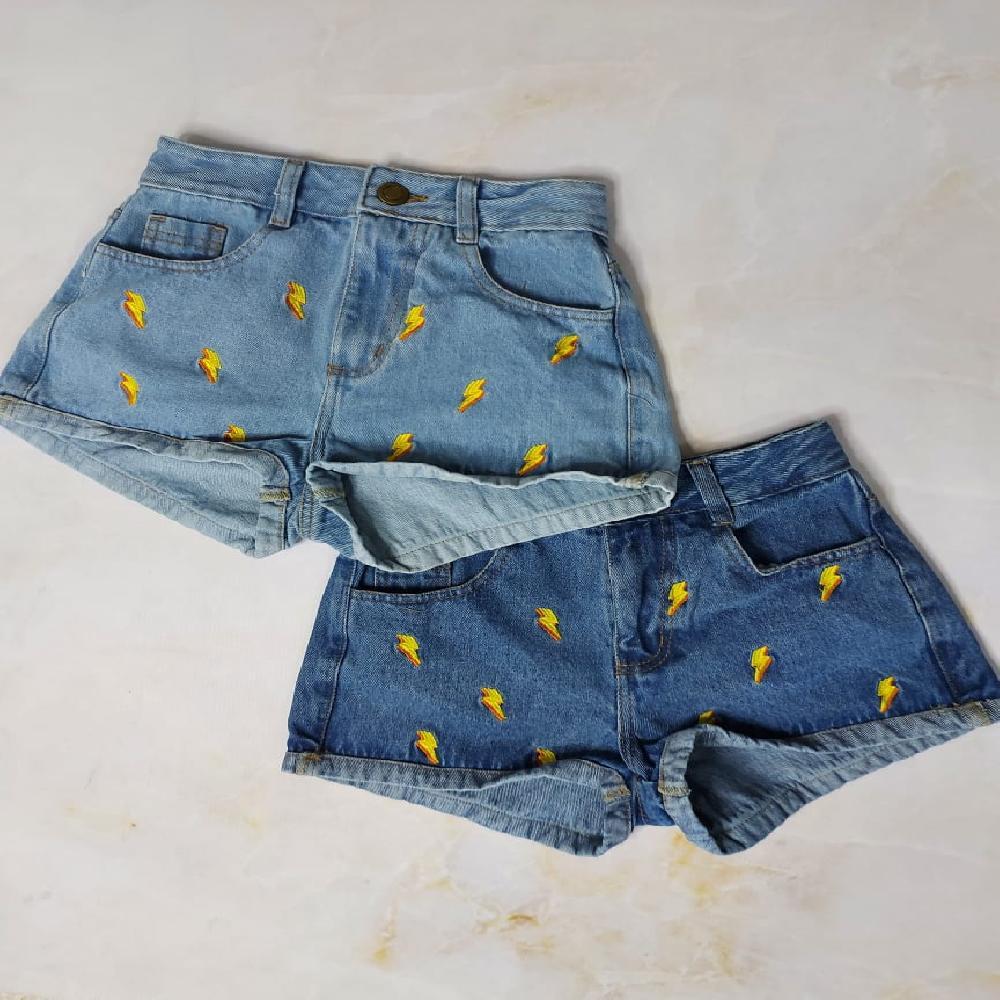 Short de rayitos en colores amarillos