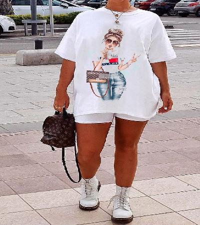 Camisa chica chic pose
