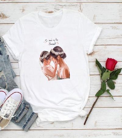 Camiseta con estampado modelo