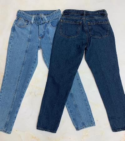 Jeans con pliegues y talle alto