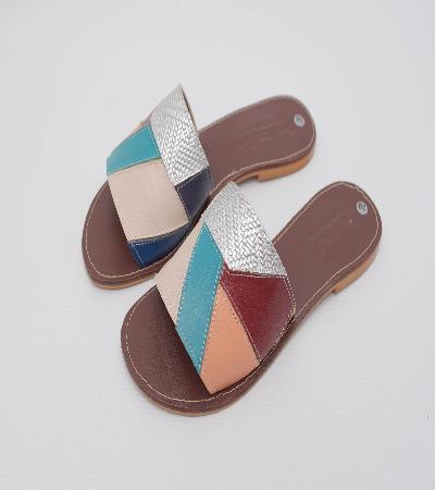 Sandalias en cuero tratado