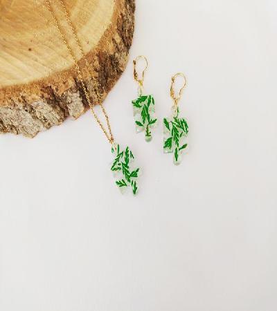 Trio de aretes y collar primavera verde